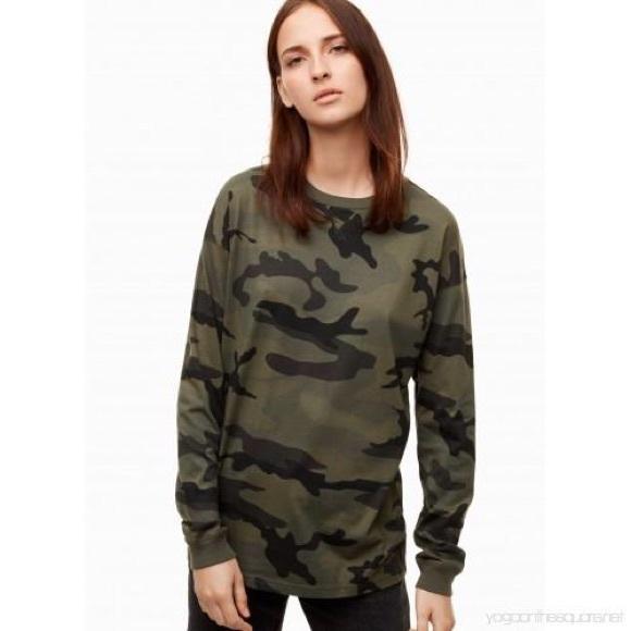 Size L Aritzia TNA Camo Long Sleeve Shirt
